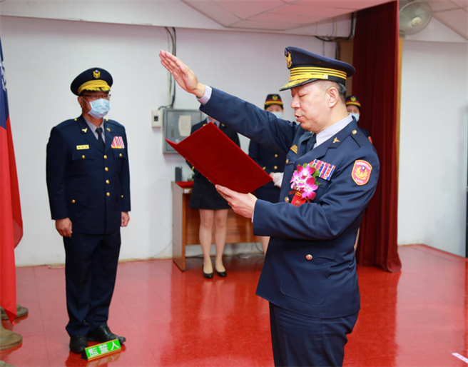 新莊警分局長林温柔,名字是「温柔」本尊卻是名鐵漢。(翻攝 FB新莊警好讚粉專)