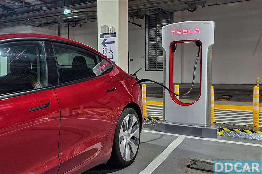 特斯拉全台超充價格異動:15 座站點充電費用漲價,每度電貴 0.2 至 1.7 元