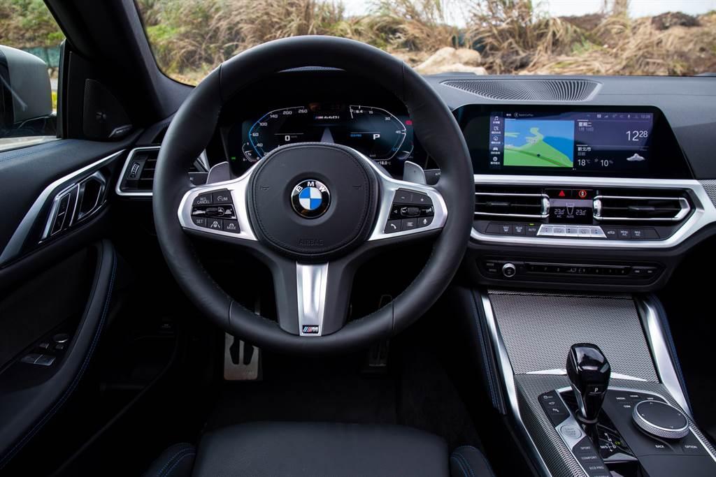 內裝採用BMW一貫的駕駛者導向設計。(陳彥文攝)