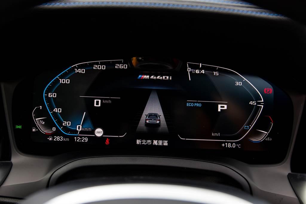 12.3吋的數位儀錶已是新世代BMW的標配,在M款車型則會加上車型,凸顯其與眾不同之處。(陳彥文攝)