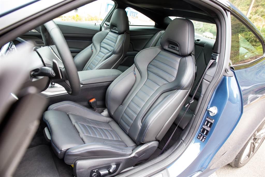 標配M跑車座椅採用Vernasca真皮材質,具備多向電動調整,為各種身材的駕駛者提供良好支撐。(陳彥文攝)