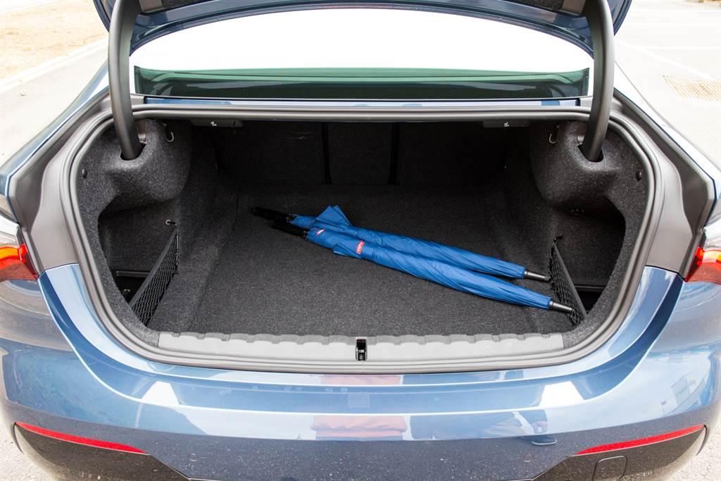 行李廂容積具備440升,並標配後座4/2/4分離椅背傾倒,要來場長途公路之旅不成問題。(陳彥文攝)