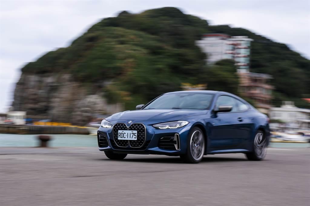 雙門跑車的性能自然是一大看點,M440i在BMW M部門的調校之下,擁有4.5秒加速破百的實力,「快」是無庸置疑。(陳彥文攝)