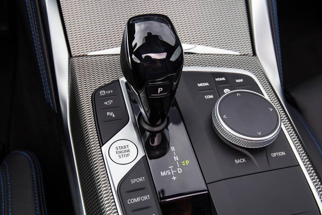 自F32世代就已廣泛運用的ZF八速手自排變速箱,到了G22仍延續使用。(陳彥文攝)
