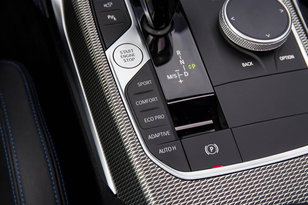雖然標配電子懸吊,但並無獨立控制,必須透過切換駕駛模式來調整。(陳彥文攝)