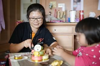 單親母罹癌 展望會提供營養扶助金助她長大