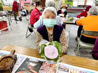 年节前做红龟粿、送礼 让家暴女及长辈感温馨