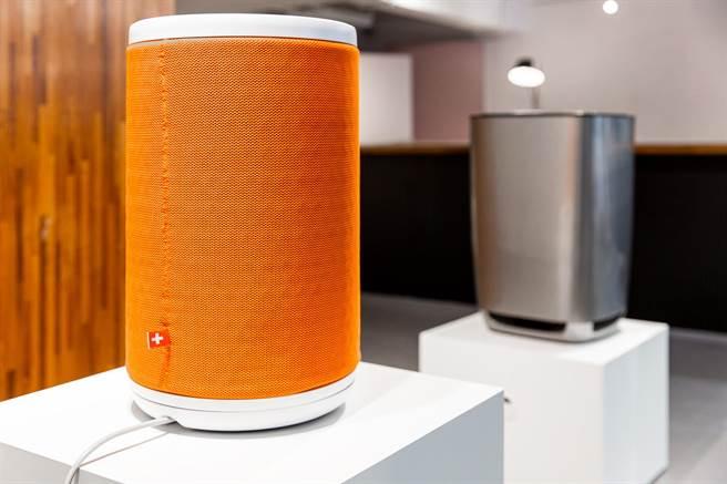 Aeris的「aair lite空氣清淨機」今年更推出獨家限量全球唯一的愛馬仕橘色。(藝術展家具皆由彤雲潤景提供)