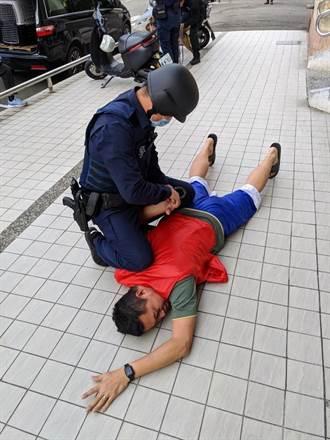 中市警機動服務秒解惑 護鈔防搶顧治安全天候