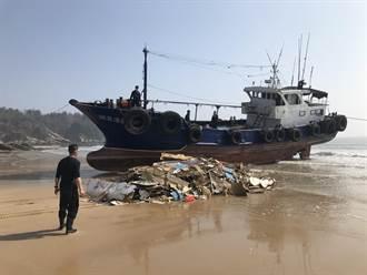 陸船金門海域翻覆 半年後變「垃圾」帶回對岸