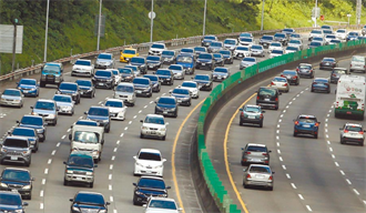 國道車潮今炸量!最慘烈宜蘭回台北 恐塞18小時
