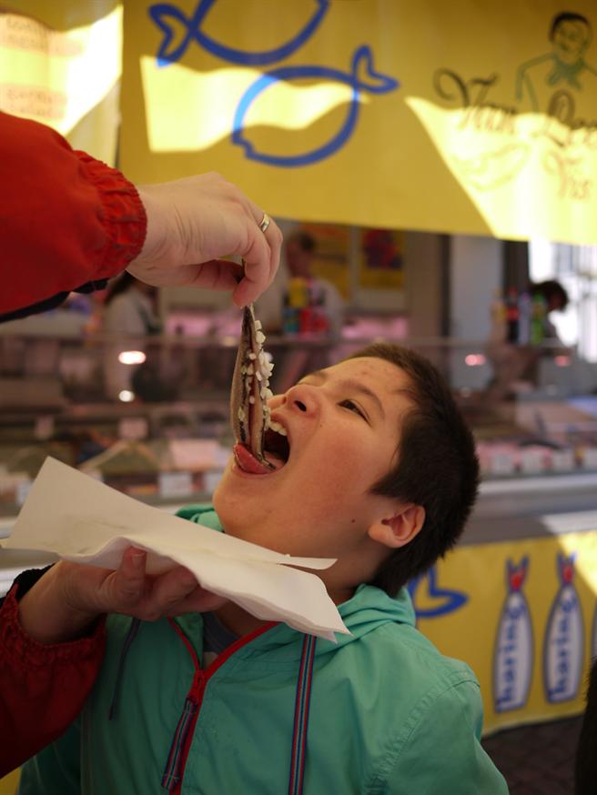 荷蘭第一人氣路邊攤醃製鯡魚Haring(圖/EVENT365生活誌提供)
