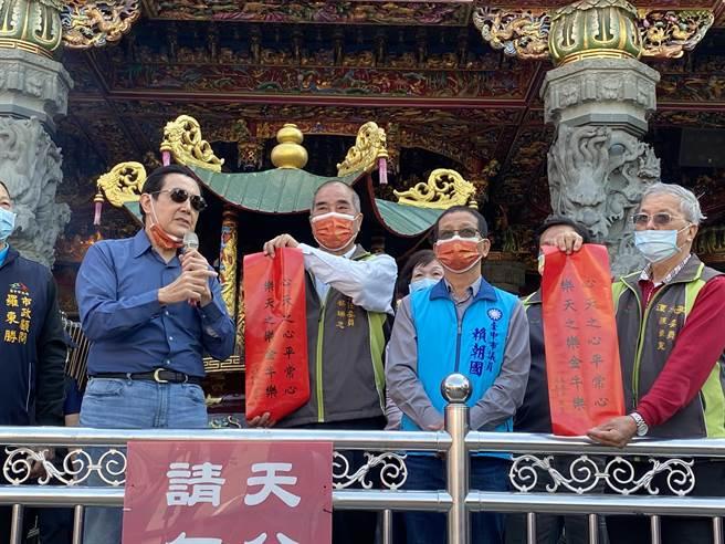 前總統馬英九發送牛年「心天之心」春聯。(馮惠宜攝)