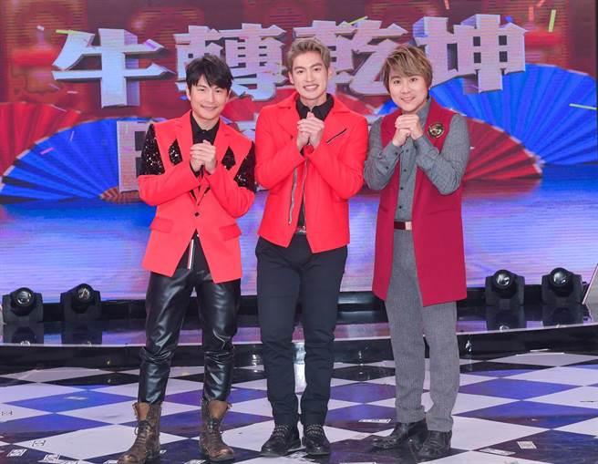 孫協志(左起)、許孟哲、王仁甫分享最愛的年菜。(LiTV提供)