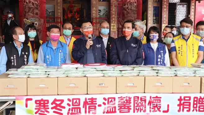 立委江啟臣(左三)攜手台灣省會計師公會、台中市會計師公會、台灣新世代關懷協會捐贈3000公斤愛心米。(王文吉攝)