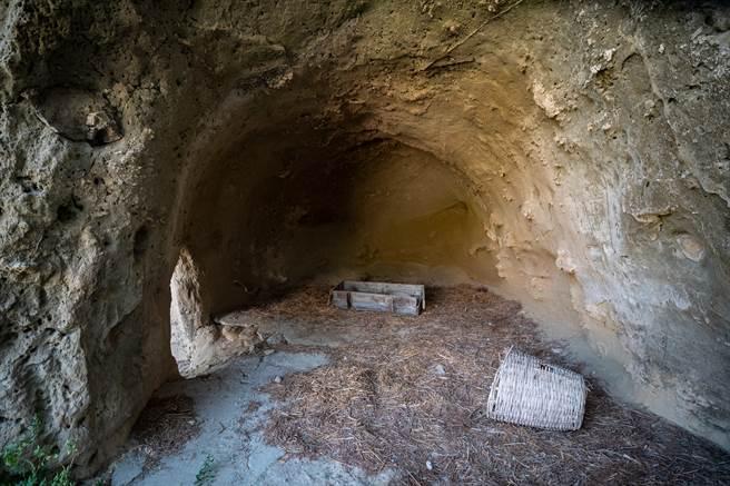 2年前有攝影師至山西稷山縣三交村,發現廢棄的土窯洞裡,竟畫滿了精美壁畫,進一步研究發現,其原址上是一間寺廟。(示意圖/達志影像)