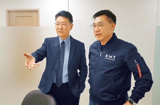 國民黨主席江啟臣(右)與趙少康(左)5日合拍影片,一致發聲挺罷捷。(國民黨文傳會提供)