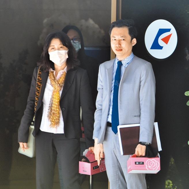 「台美半導體供應鏈合作前景」座談會5日舉行,台積電法務副總經理方淑華(左)出席。(顏謙隆攝)