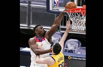NBA》威廉森大力灌籃彈出 籃框震動歪掉