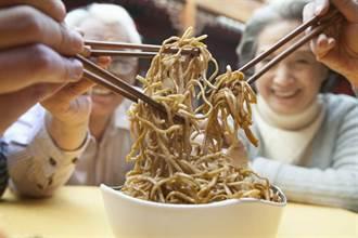 聚餐不用公筷 當心病毒性腸胃炎