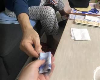 她PO阿公硬塞千鈔照片 2.6萬網友感慨嘆:都是愛啊!