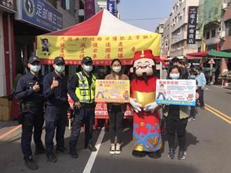 高雄年節商圈拼經濟 警方加強宣導預防犯罪