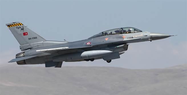 土耳其為了幫F-16延壽,已進行結構改良計畫。(達志影像/Shutterstock)
