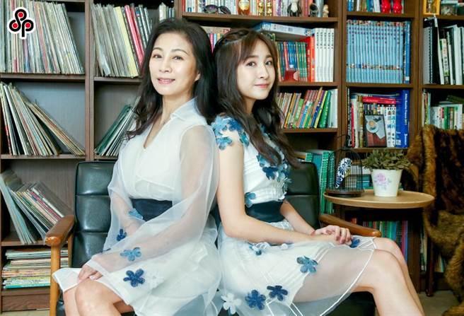 方文琳(左)大讚女兒薇薇乖巧聽話。(粘耿豪攝)