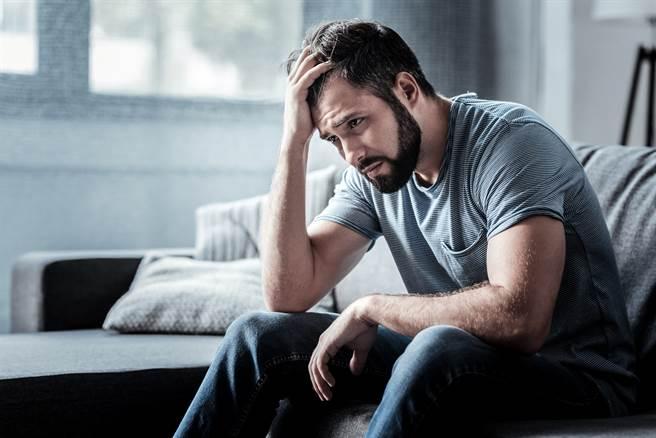 男友受不了女友太過自戀,2人已經2周未發生關係。(示意圖/Shutterstock提供)