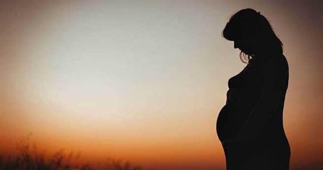53歲媽懷孕堅持生!7年後「養不起」。(示意圖/取自Pixabay)