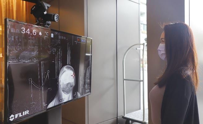 為了確保顧客與員工安心,台北晶華甚至加裝國防軍用級的高階測溫儀,力保滴水不漏。圖/晶華提供