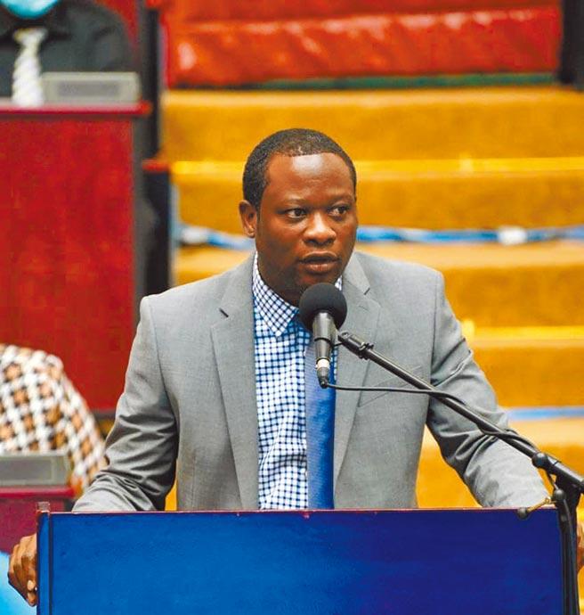 圖為蓋亞那合作共和國(Cooperative Republic ofGuyana)外交和國際合作部長陶德(Hugh Todd)。(摘自蓋亞那dpi.gov)