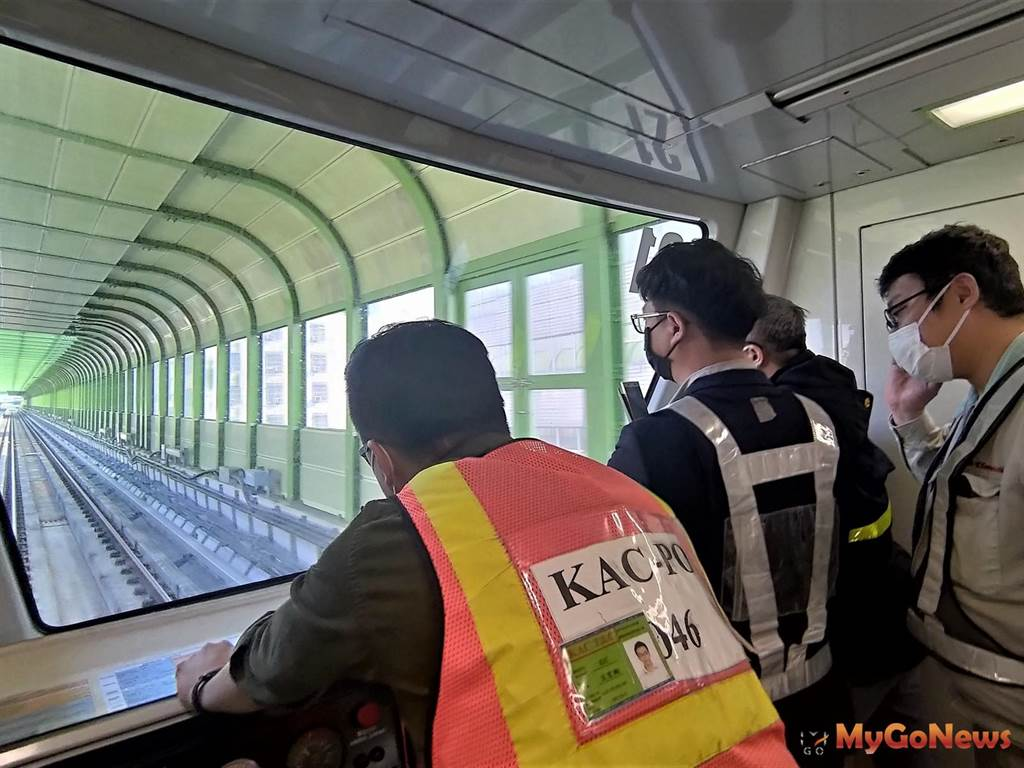 中捷綠線今展開載重測試,川崎重工人員進行捷運綠線列車載重測試(圖/台中市政府)