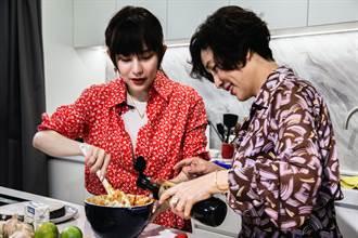 王宇婕偕母做年菜 自嘲好吃到配三碗飯
