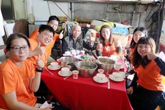 弘道「送年菜」大队出动 送暖心年菜兼围炉