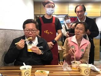 鄭文燦大啖油飯豆干 鼓勵民眾造訪大溪老街