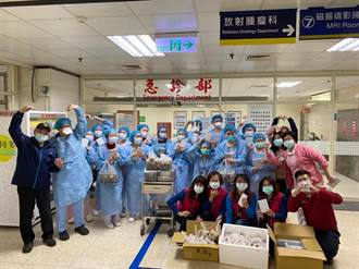 桃市義勇消防總隊第四隊送溫情 帶雞排物資慰問醫護