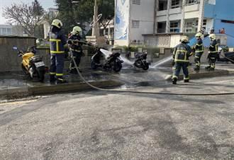 澎湖市區 兩輛機車莫名起火燃燒
