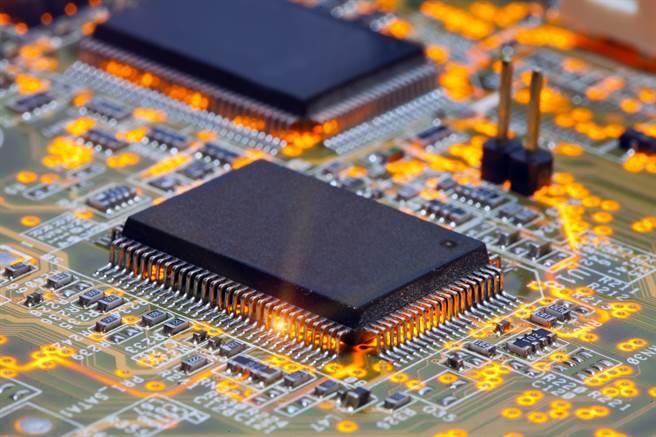 聯電估成熟製程晶片短缺情形更嚴重,到2023年都不會緩解。(示意圖/達志影像shutterstock)