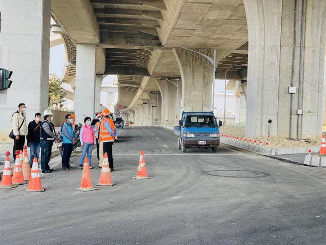 台中市環中東路自旱溪跨越橋至豐興路地下道封閉長達2年,預計2月9日2時提前恢復通行。(王文吉攝)