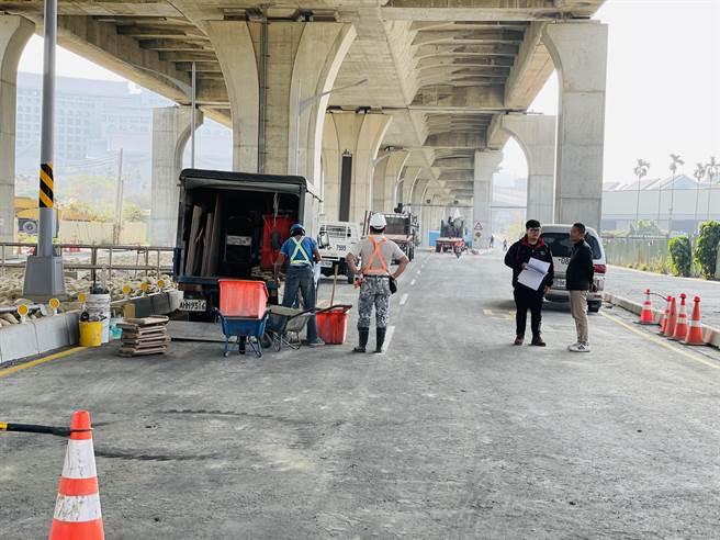 環中東路復原工作已近收尾,預計2月9日2時提前恢復通行。(王文吉攝)