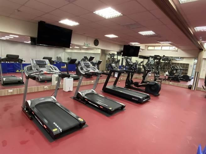 南市警歸仁分局將閒置的地下室,改造成為健身館,於8日落成啟用,提供同仁運動健身。(警方提供/李宜杰台南傳真)