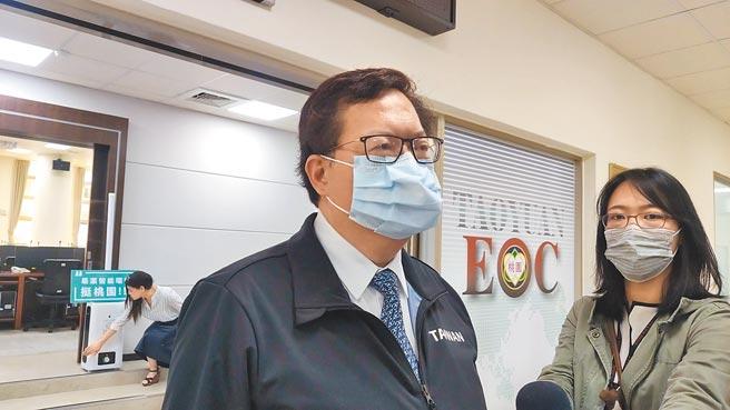 桃園市長鄭文燦7日在防疫會議宣布,長照社福機構將在10日起恢復訪視,讓住民春節也能團圓。(賴佑維攝)
