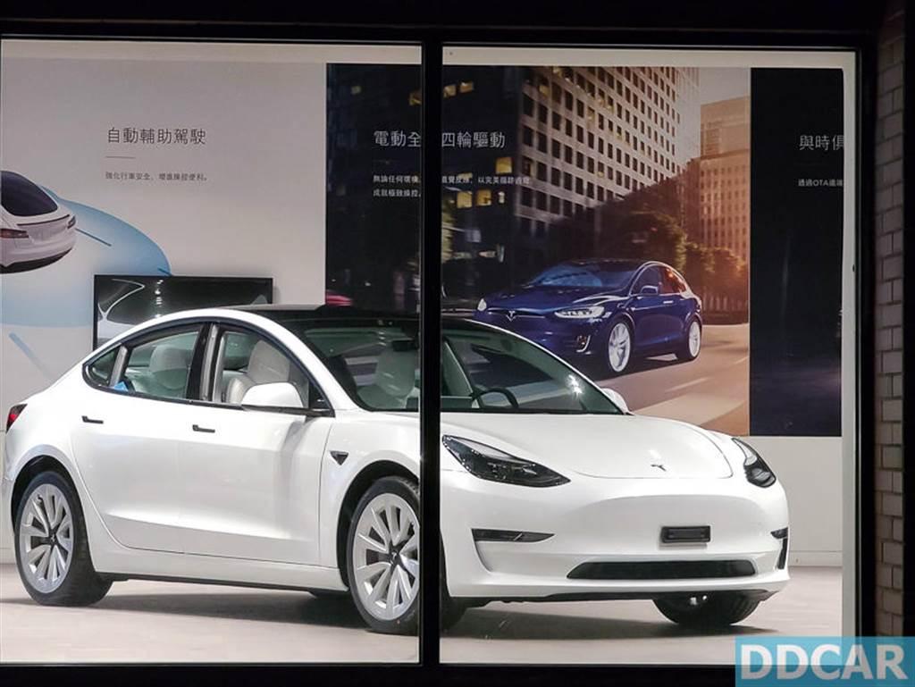 特斯拉白內裝 Model 3 上市!全台六大體驗店都能賞車,現貨車限量銷售中