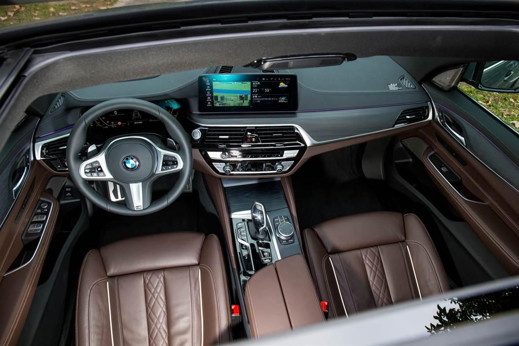 6系列寬大的座艙搭配BMW新世代便利的科技配備,質感也向7系列看齊。(陳彥文攝)
