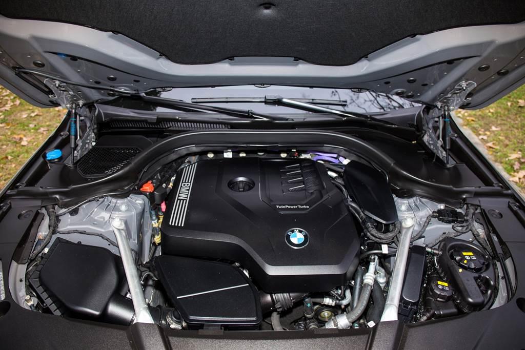 動力心臟仍採用B48 2.0L直四渦輪增壓引擎,具備258hp/400Nm最大輸出,並外加48V電力輔助,可增加額外11hp馬力。(陳彥文攝)