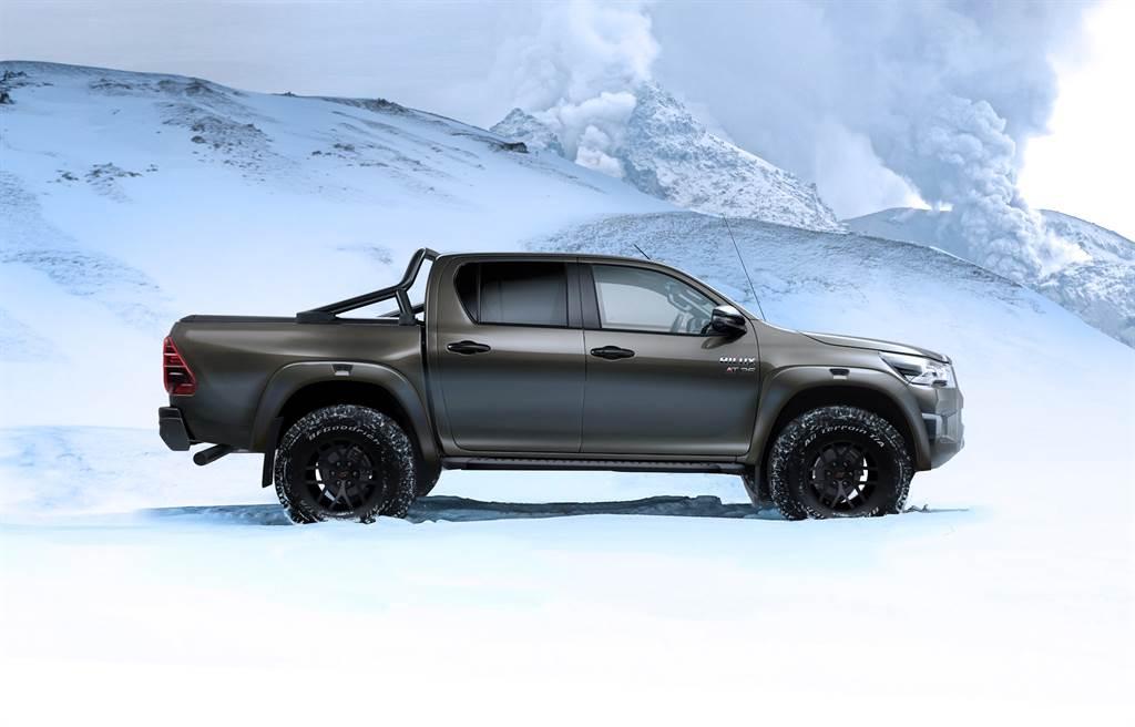 換裝加大車胎以及懸吊加高後,Hilux AT35的底盤離地高共增加65mm。
