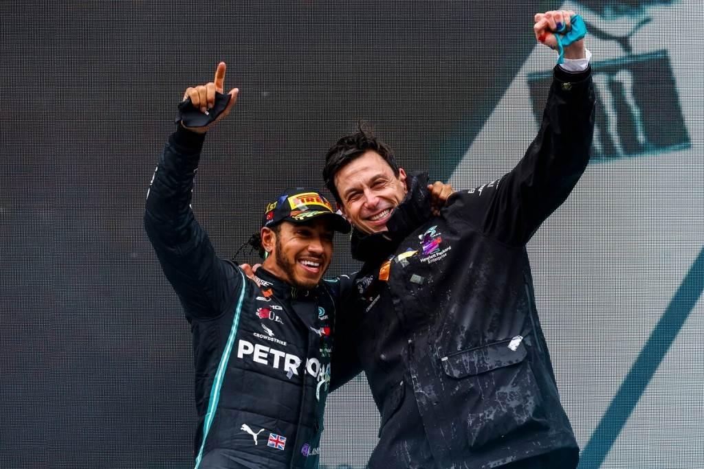 Mercedes-AMG Petronas F1車隊與Lewis Hamilton簽署2021年新合約