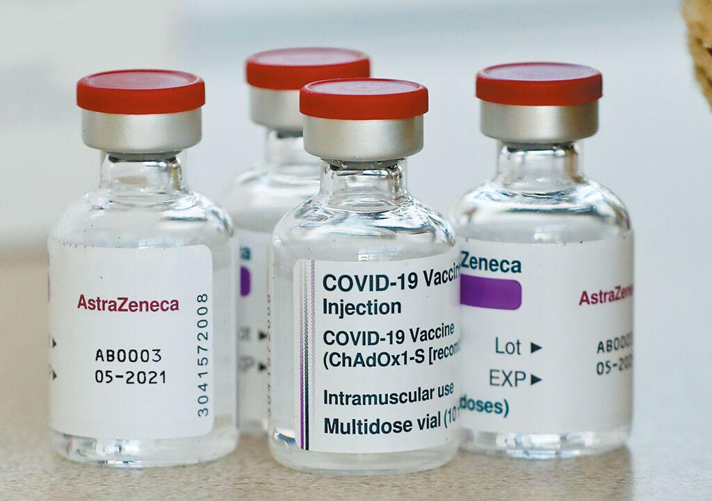 歐洲多國傳出接種AZ疫苗後副作用頻傳,因而暫緩接種。圖為AZ疫苗。(資料照/美聯社)