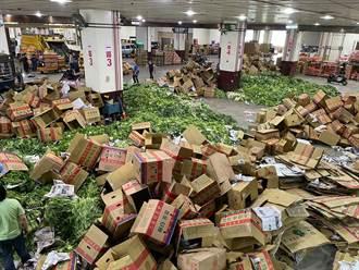 菜價花價兩樣情 蔬菜傾倒、花卉出動員警巡守